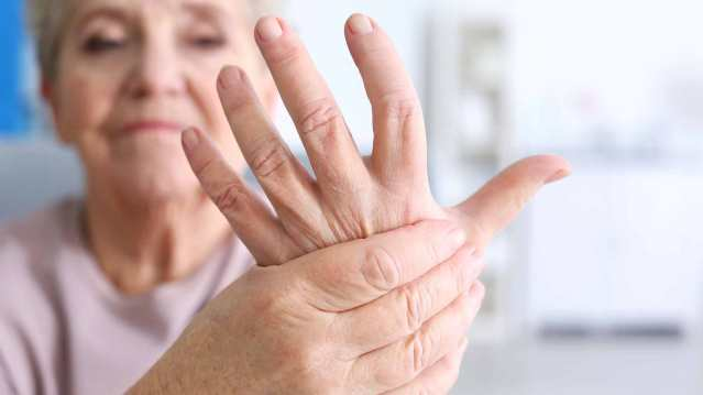 arthritis-natural-remedies-elderly-seniors-wrist-hand-joint-pain.jpg